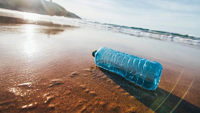 Reportajes RNE - Plástico: mensaje en una botella - Escuchar ahora