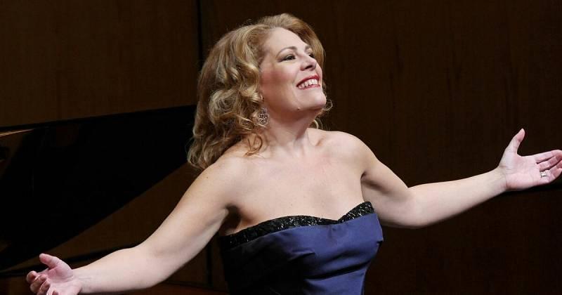 Wonderland - Sondra Radvanovski, reina del Liceu - Escuchar ahora