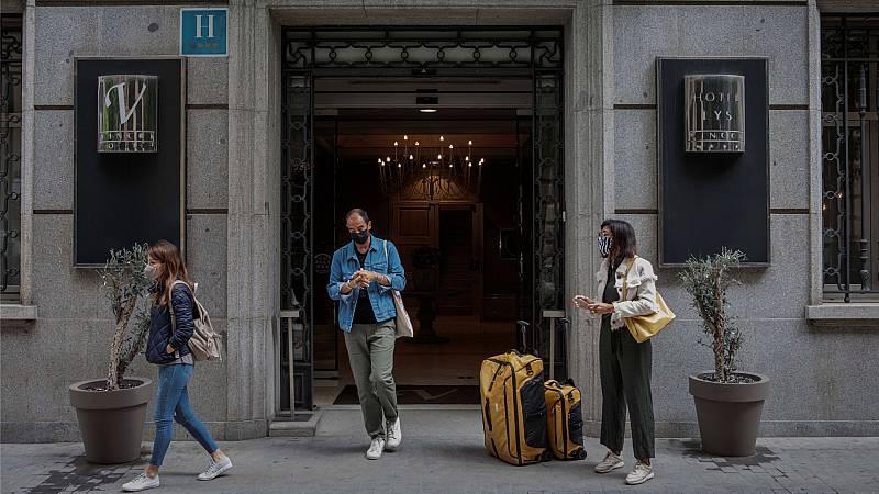 """España a las 8 Fin de Semana - El sector turístico español pide a Reino Unido que se tenga en cuenta la incidencia por regiones: """"Si solo computan la Marca España, nos penaliza la media nacional"""" - Escuchar ahora"""