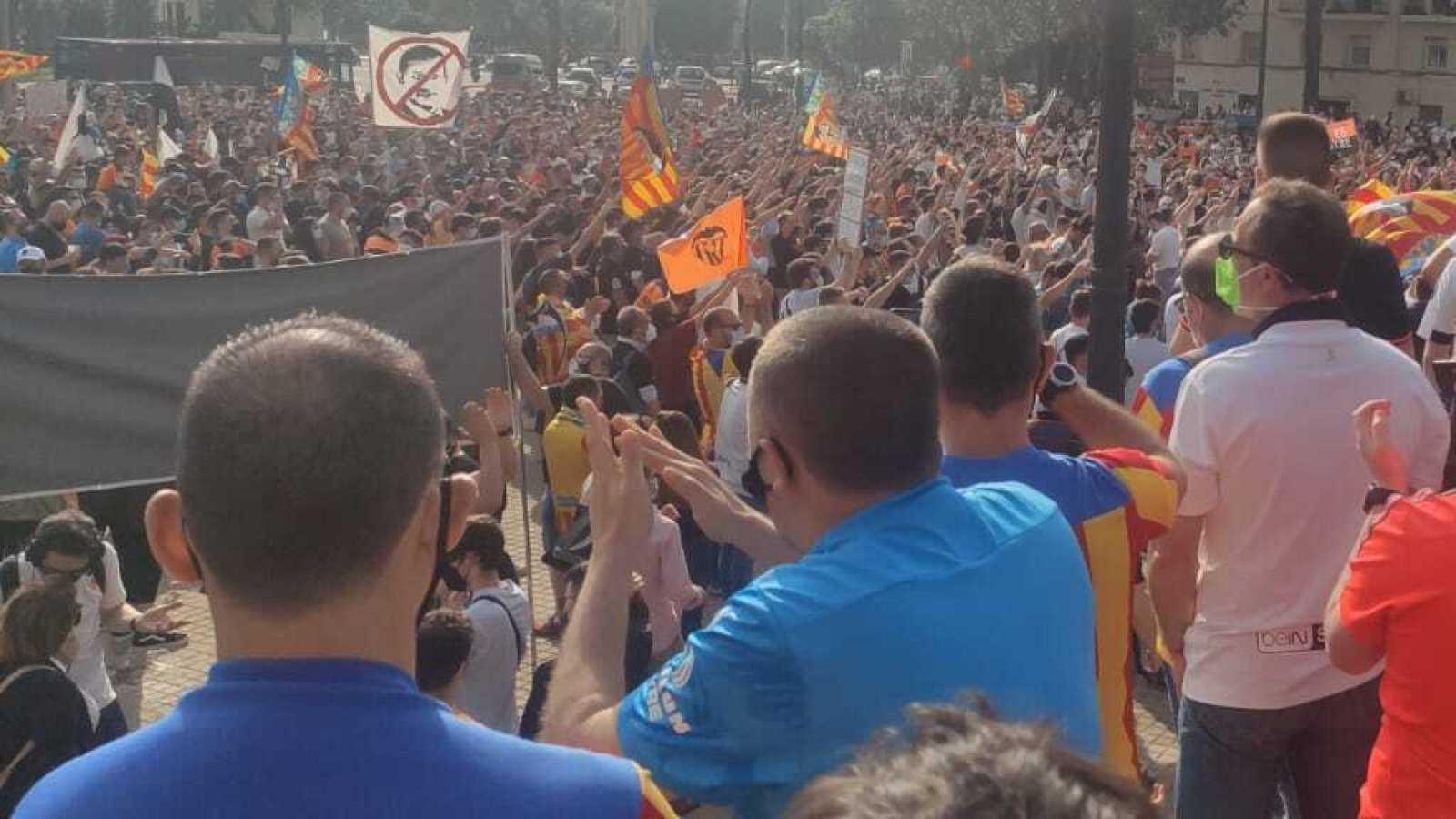 Tablero deportivo - La afición del Valencia se cansa de Peter Lim - Escuchar ahora