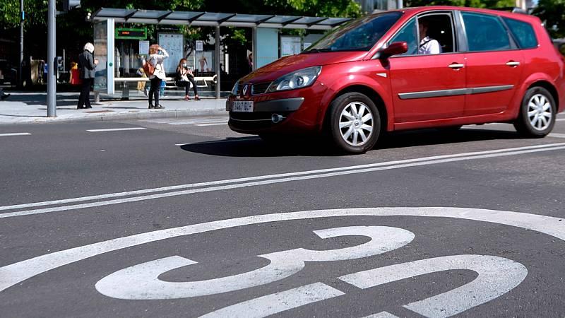 Más cerca - 30 km/h, velocidad máxima dentro de la ciudad - Escuchar ahora