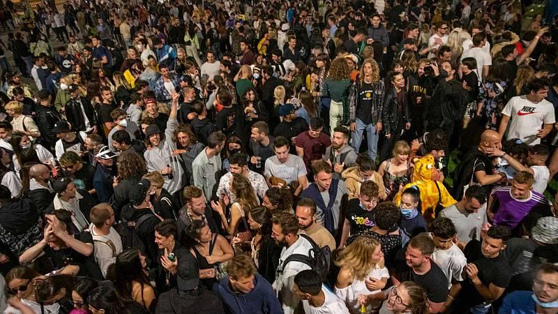 Després del col·lapse - El festeig als carrers, al radar del virus - 10/05/21 - escoltar ara
