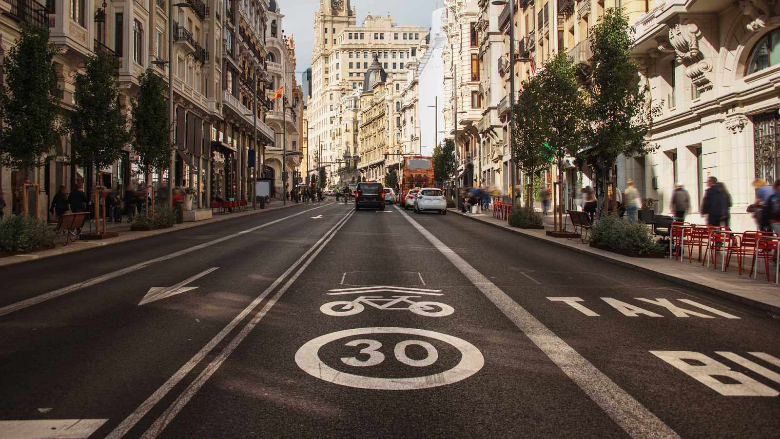 Más cerca - Los nuevos límites de velocidad en las ciudades - Escuchar ahora