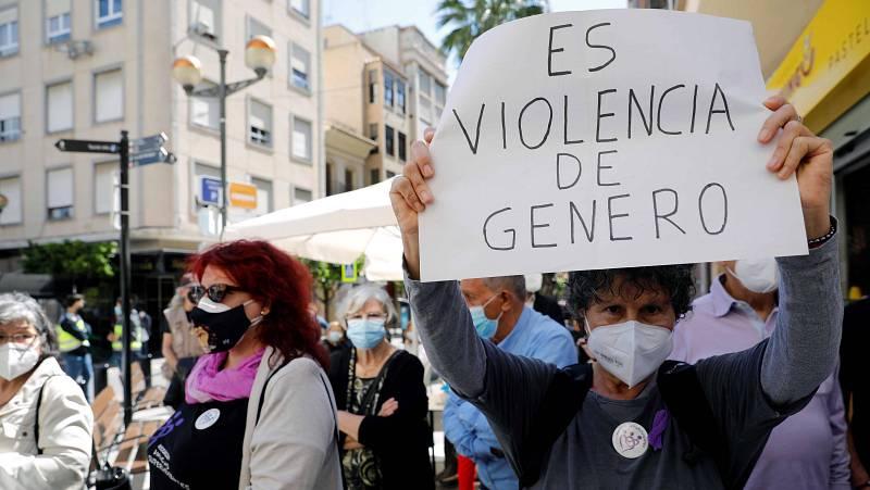 """14 horas - Altamira Gonzalo, sobre la mujer asesinada en Sagunto: """"Había hecho todo lo que la sociedad le dice que tiene que hacer y le hemos fallado"""" - Escuchar ahora"""