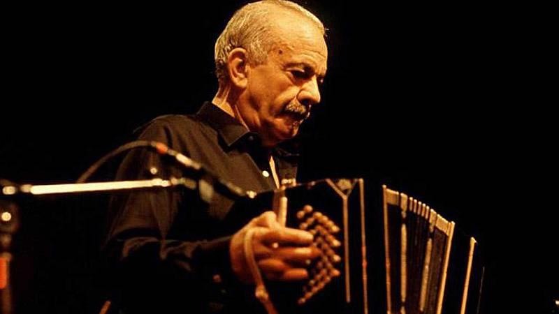 El gallo que no cesa - Granada celebra su afamado Festival Internacional de Tango - Escuchar ahora
