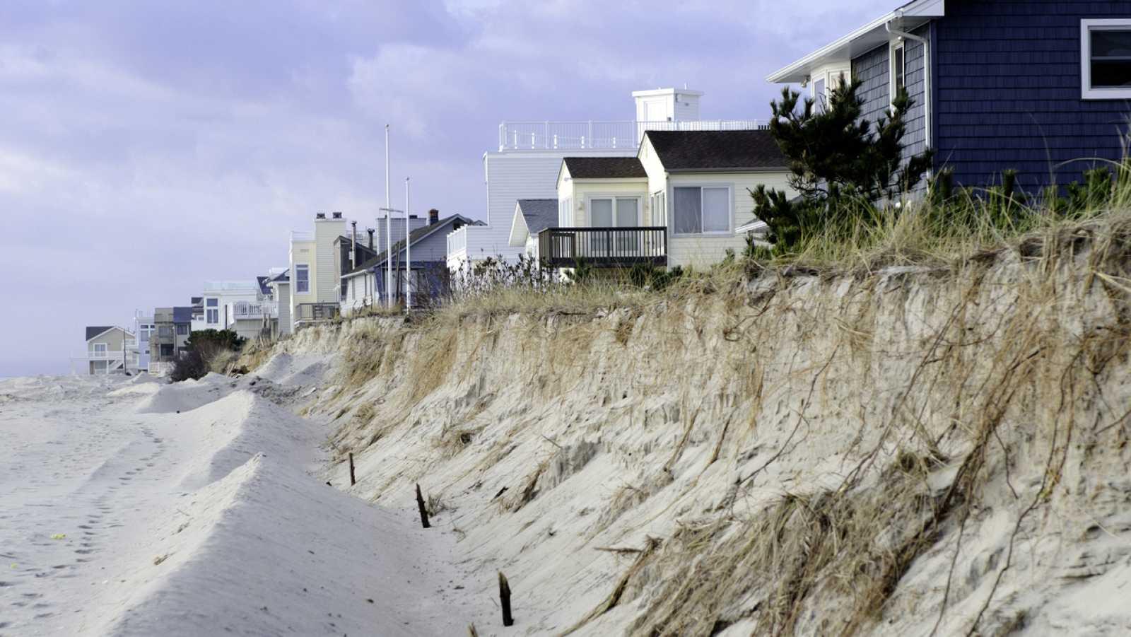 A golpe de bit - Las playas podrían retroceder entre 30 y 100 metros al final del siglo - 13/05/21 - escuchar ahora