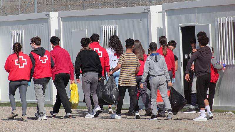 """24 horas - Cruz Roja Ceuta: """"Están llegando muchísimos menores, estamos desbordados"""" - Escuchar ahora"""