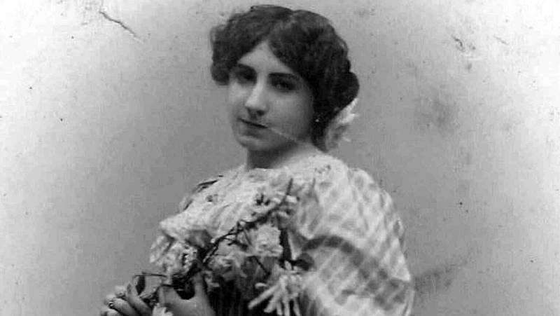 Poesía exterior - Pilar de Valderrama: poeta antes que musa - 20/05/21 - escuchar ahora