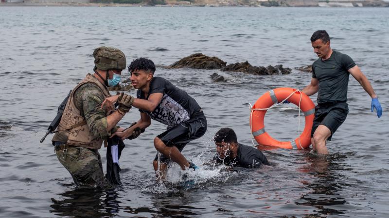 24 horas - ¿Cómo han sido las últimas horas en Ceuta para Cruz Roja, legionarios, comerciantes y médicos? - Escuchar ahora