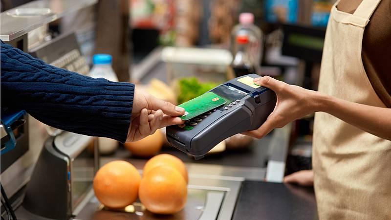 España a las 8 Fin de Semana - El fin de las restricciones dispara el gasto con tarjeta en España - Escuchar ahora