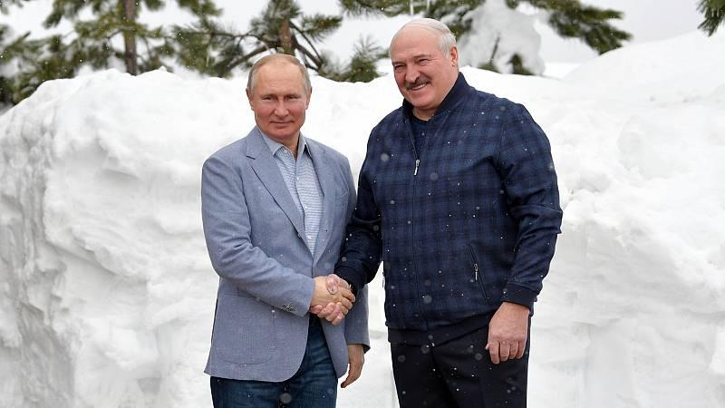 """Las mañanas de RNE con Íñigo Alfonso - La paradoja de las sanciones de la UE a Lukashenko: """"Cuanto más débil está, más depende de Rusia"""" - Escuchar ahora"""