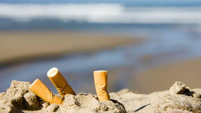 """Más cerca - Cientos de playas españolas se declaran """"espacio sin humos"""" - Escuchar ahora"""