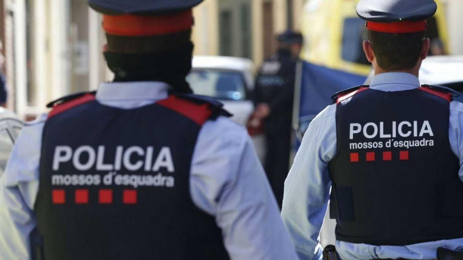 Edició Vespre - Minut de silenci a Porqueres en rebuig per l'assassinat masclista d'una dona