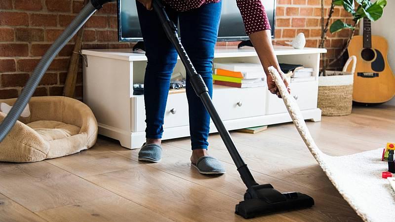 14 horas - Las empleadas del hogar denuncian que sus condiciones laborales han empeorado tras la subida del SMI en 2019 - Escuchar ahora