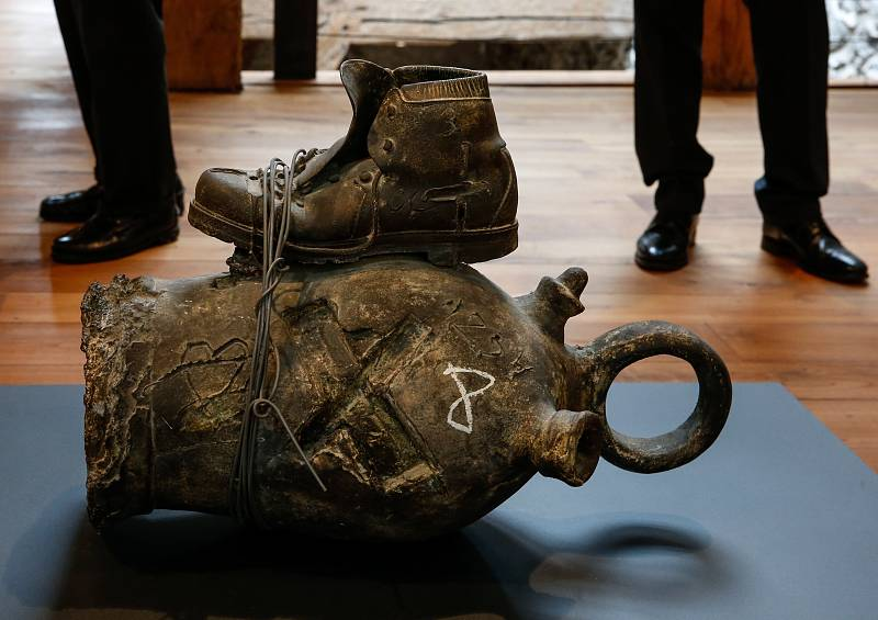 Punto de enlace - Antoni Tàpies, artista invitado en el museo Chillida Leku - 11/06/21 - escuchar ahora