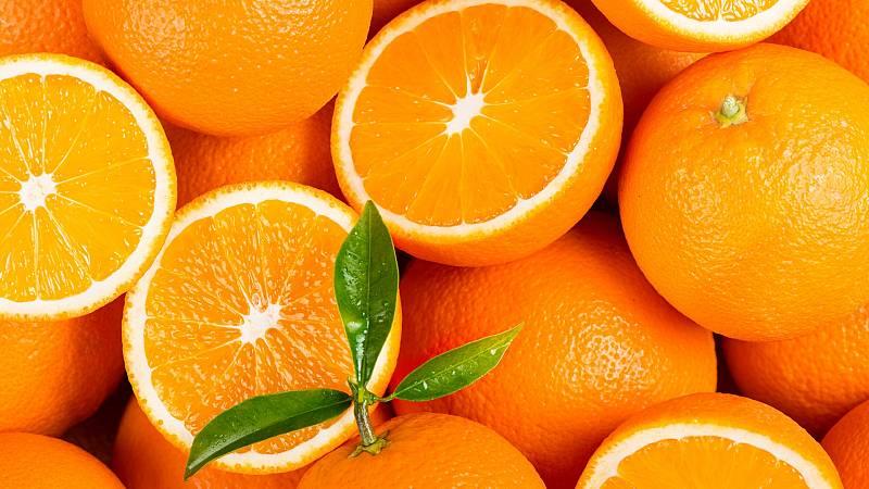 Por tres razones - A 18 céntimos el kilo de naranjas y a 3 euros el zumo - Escuchar ahora