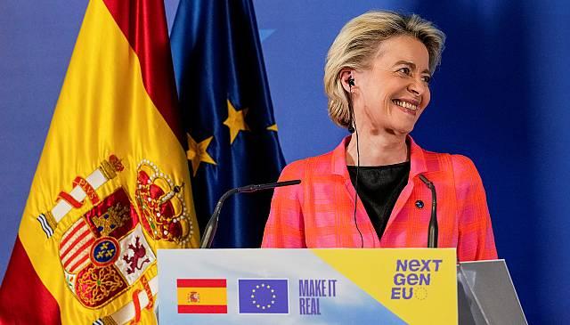 Von der Leyen trae a España el aprobado al plan recuperación