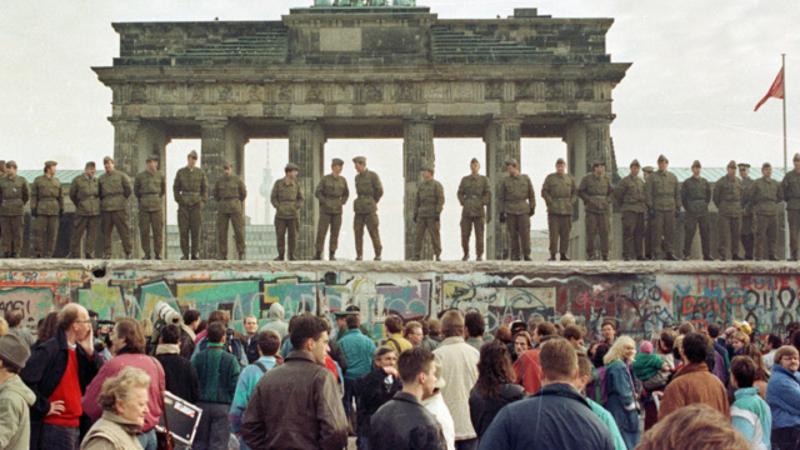 Tot a Europa - Revisitem la història del Mur de Berlin amb l'escriptor Sergio Campos - Escoltar ara