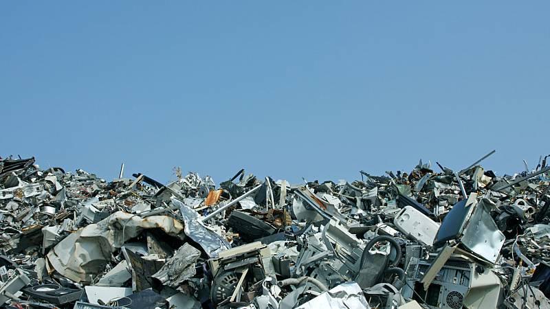 Cinco continentes - Un tsunami de residuos electrónicos - Escuchar ahora