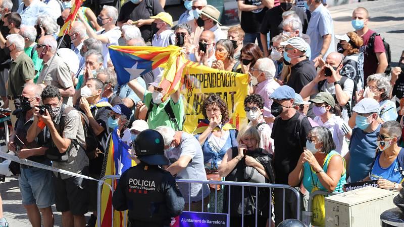 300 manifestants protesten contra la conferència de Sánchez