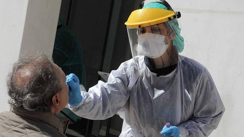 """14 horas - Pedro Arcos, epidemiólogo: """"Brotes vamos a seguir teniendo. Hay que priorizar la vacunación de 60-69 años"""" - Escuchar ahora"""