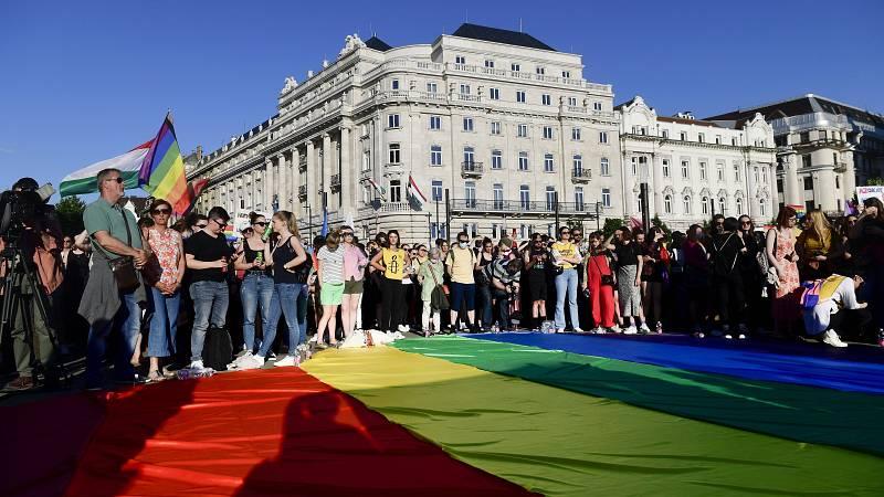14 horas - El acoso y la intimidación al colectivo LGTBI en el este de Europa - Escuchar ahora