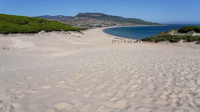 Ruta por la playa de Bolonia, en Cádiz