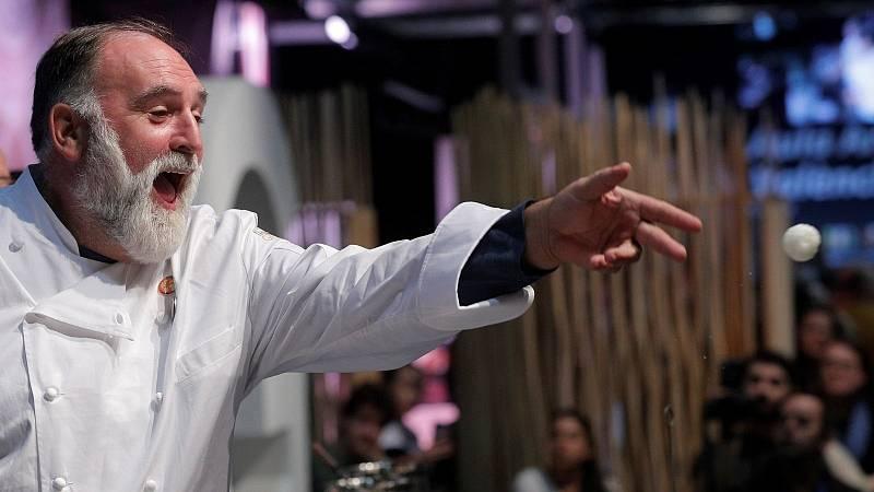 """14 horas - José Andrés: """"Hay que dejar de dar discursos y estar al lado de la gente que lo pasa mal. Los países ricos tienen esa responsabilidad"""" - Escuchar ahora"""