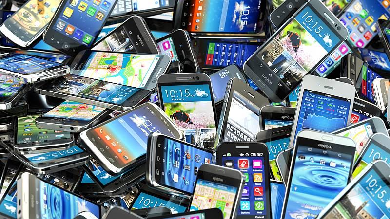 Más cerca - El Mobile cierra sus puertas - Escuchar ahora
