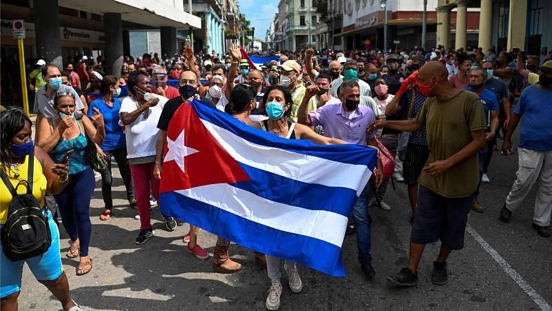 "14 horas - Guillermo Nova, periodista: ""En Cuba se ha dado la tormenta perfecta"" - Escuchar ahora"