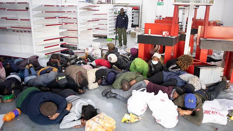 Cinco Continentes - Saqueos y bloqueos en Sudáfrica, con decenas de muertos - Escuchar ahora