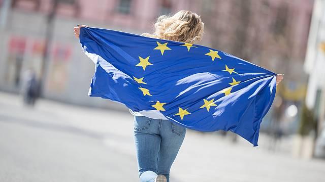 Los jóvenes españoles abiertamente europeístas