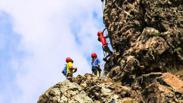Plataforma Summitify de viajes de aventura