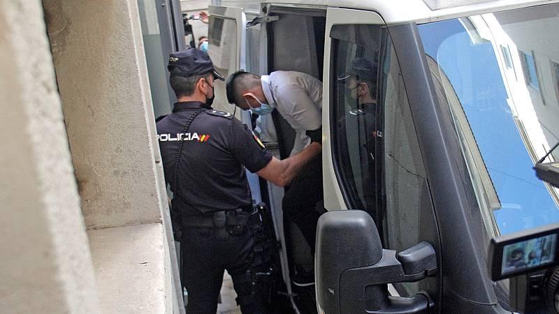 Boletines RNE - Condenada la 'manada de Callosa' por violación en grupo a entre 14 y 18 años de prisión - Escuchar ahora