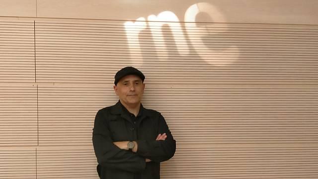 Javier Sólo prepara Un buzo en América, su nuevo LP