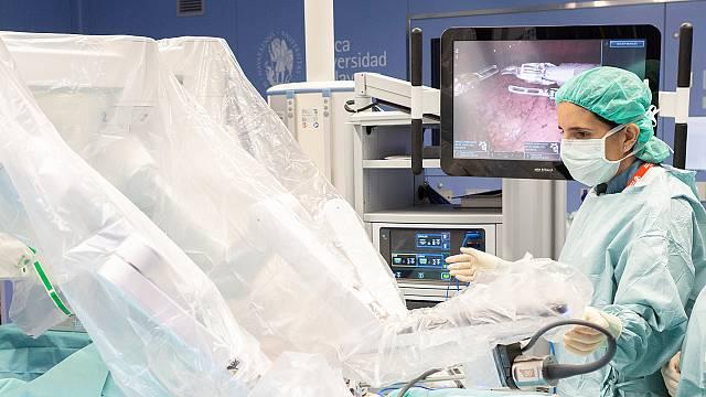 M. Rodríguez: 1ª europea con sello EE. UU. cirugía robótica