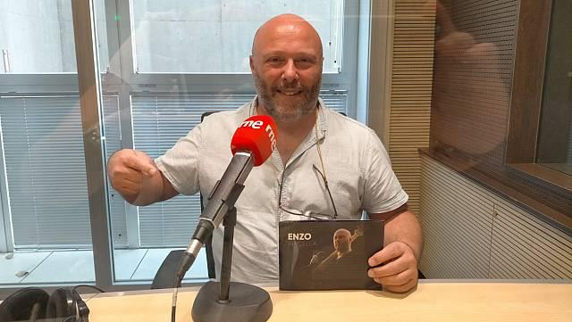 Enzo Apicella presenta su primer disco en solitario