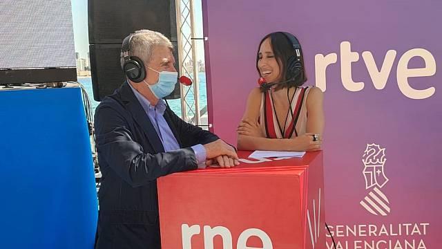 José Manuel Pérez Tornero con Julia Varela en'De pe a pa'