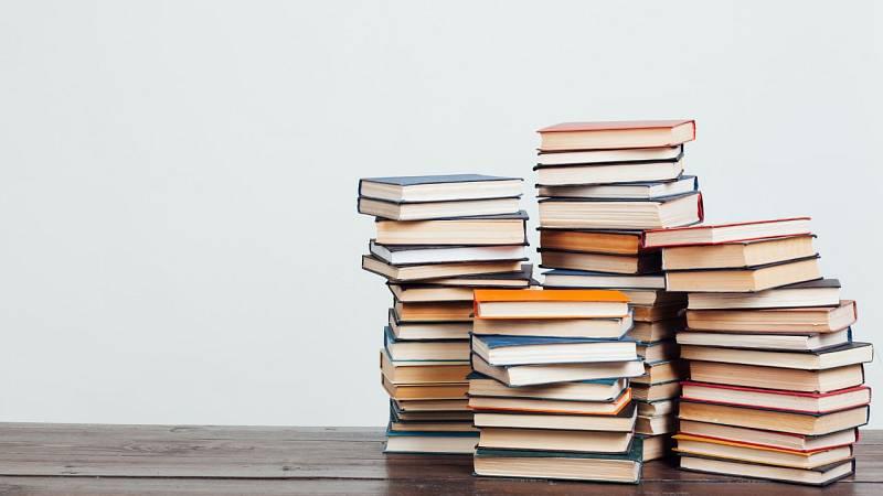 Por tres razones - La cárcel de Sevilla 1 recibe una donación de 9.000 libros - Escuchar ahora