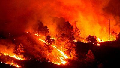 Els Bombers treballen per estabilitzar l'incendi del Montgrí