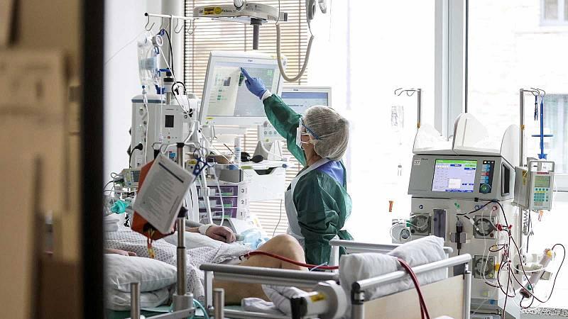 Els hospitals tanquen prop de deu mil llits durant l'estiu tot i la pandèmia