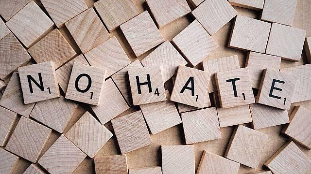 'Adopta un hater', contra el odio en las redes