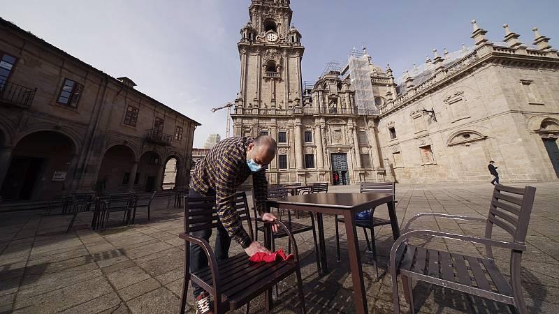 """14 horas - Los hosteleros gallegos reconocen las dificultades de pedir el certificado Covid para entrar en los bares: """"La gente no lo lleva a mano"""" - Escuchar ahora"""