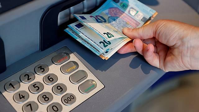 Los pueblos se quedan sin dinero en efectivo