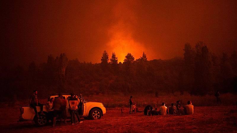 Las Mañanas de RNE - Incendios en Grecia: la baja visibilidad dificulta los trabajos de extinción en Eubea - Escuchar ahora