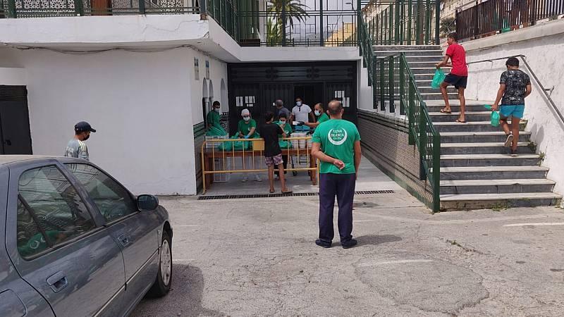 Las mañanas de RNE con Íñigo Alfonso - Luna Blanca, la ONG que alimenta a 1.300 personas cada día en Ceuta - Escuchar ahora