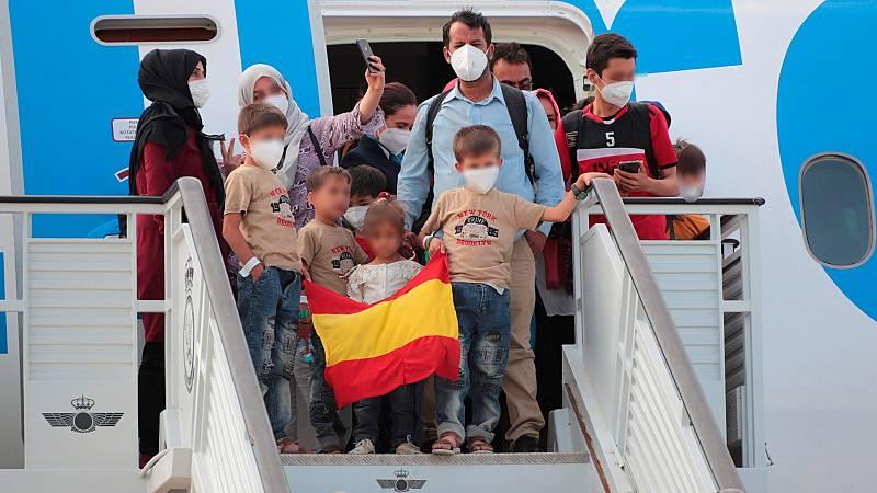 """Las mañanas de RNE con Íñigo Alfonso - Capitán Oliva, enfermera en los vuelos Kabul-Dubai: """"Hemos hecho lo máximo posible"""" - Escuchar ahora"""