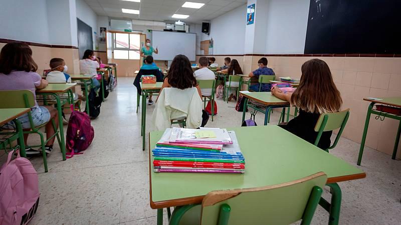 14 horas - Extremadura prohíbe la entrada en los colegios a los alumnos que no lleven mascarilla - Escuchar ahora