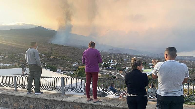 """Las mañanas de RNE con Íñigo Alfonso - Desalojados en La Palma: """"Esto es un drama. He traído mis animales conmigo"""" - Escuchar ahora"""