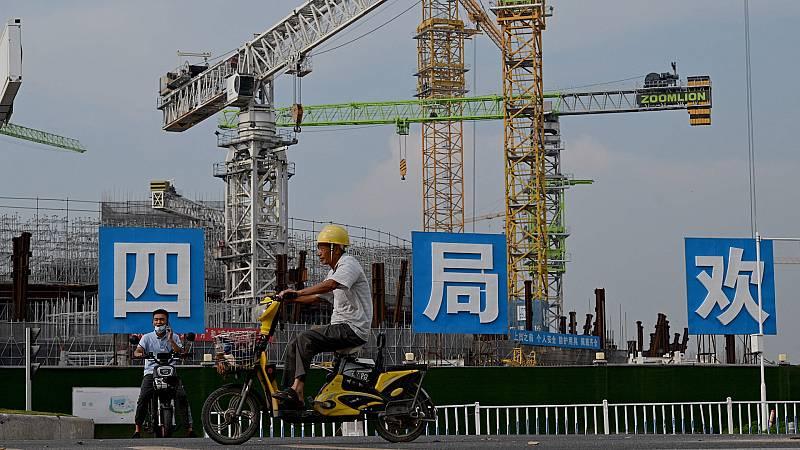 24 horas - Evergrande: el gigante chino que tambalea las bolsas occidentales - Escuchar ahora